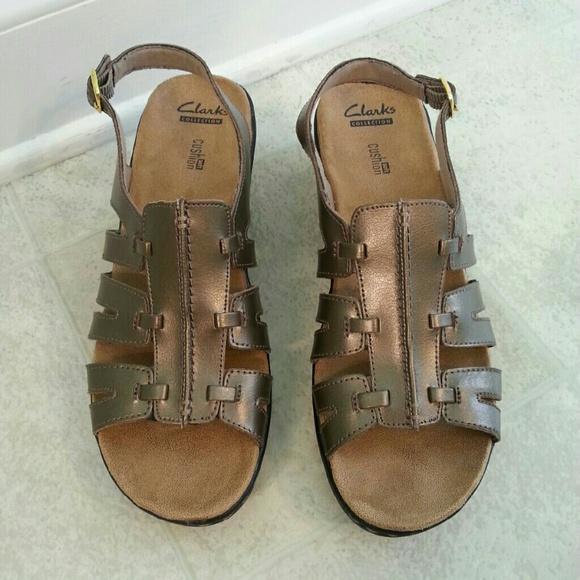 93d8b30bde1b Clarks Shoes - Women s size 10N Clark s Collection cushion sandal